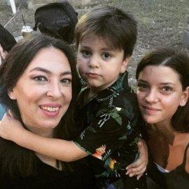 Σάντρα Βουτσά: Η φωτό της Αλίκης Κατσαβού με τον μικρό Φοίβο & την Μαρίλια Μητρούση - «οικογένεια… αγάπη στην καρδιά μου» - Κυρίως Φωτογραφία - Gallery - Video
