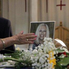 Φώφη Γεννηματά - κηδεία: Συντετριμμένη η αδερφή της - ζήτησε να μείνει για λίγο μόνη μαζί της - στέκεται από νωρίς δίπλα στο φέρετρο (βίντεο) - Κυρίως Φωτογραφία - Gallery - Video