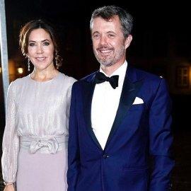 Οι πριγκίπισσες Mary & Marie της Δανίας με crepe de chine παντελόνα η μια, βελούδινο κοστούμι η άλλη - τα μπλε των συζύγων τους (φωτό) - Κυρίως Φωτογραφία - Gallery - Video